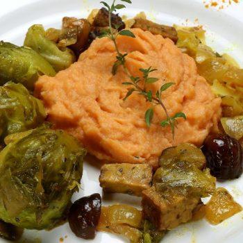 Jesenné vegánske soté s batátovo karfiolovým pyré