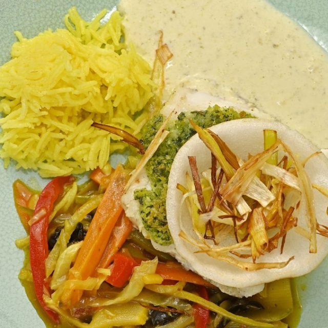 Zimná treska s krustou z bylinek na ázijskej zelenine